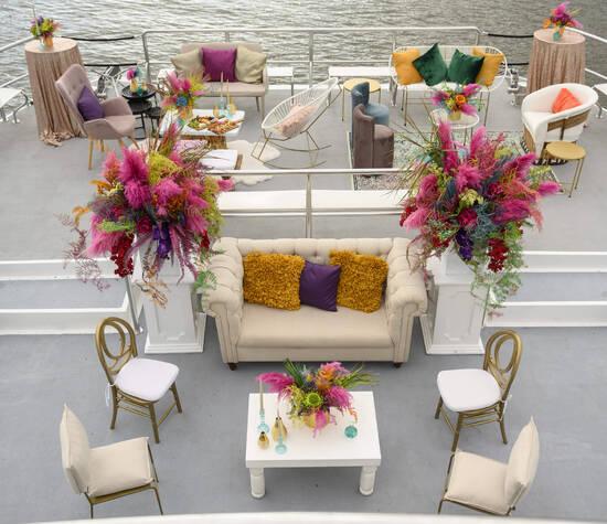 Mix de Salas Lounge, las personalizamos con cojines y alfombras de acuerdo a tu evento.